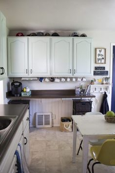 farmhouse kitchen facelift // Dannette Gora | row+harlow interior design
