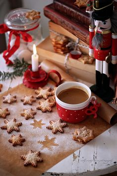 nelly vintage home: Christmas - coffee time Merry Christmas, Christmas Coffee, Christmas Mood, Little Christmas, Country Christmas, Christmas Treats, All Things Christmas, Christmas Decorations, Cottage Christmas