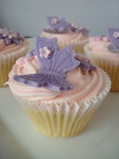Vanilla cupcakes with pink vanilla cream cheese frosting, decorated with fondant butterflies and flowers Fondant Butterfly, Butterfly Cupcakes, Butterfly Party, Funny Cupcakes, Easter Cupcakes, Baby Girl Birthday Cake, Quinceanera Cakes, Summer Cakes, Cake Boss