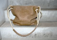 KP#1474 cream coloured square leather bag with ropehandles y LABOUR OF ART