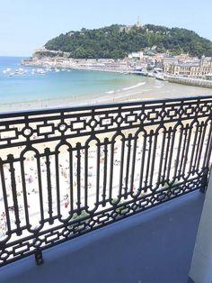El proyecto consistió en la sustitución de las barandillas de los balcones del Hotel de Londres en San Sebastián-Donostia. Vista de los balcones con vistas a La Playa de la Concha  #bahía  #concha #playa  #balcones #urgull  #balcones  #herrería  #donostia  #sansebastian  #donosti