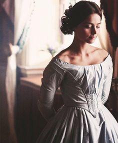 """""""From now on I wish to be called Victoria""""  Jane Colleman as Queen Victoria  _____ Tutto bello ma mi sarei accontentata di una Regina Victoria con gli occhi castani piuttosto che di una con le lentine! Anche se devo dire che non importa molto,la recitazione di Jenna è comunque sublime! Brava! Continua così,si prospetta una bella serie 👏🏻👏🏻👏🏻👏🏻"""