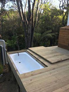 Outdoor Bathtub, Outdoor Bathrooms, Rustic Bathrooms, Outdoor Living Rooms, Outdoor Spaces, Cottage Renovation, Bathroom Design Inspiration, Backyard Sheds, Spanish House