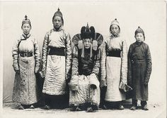Mongolian nobility .... Those long sleeves are so cool