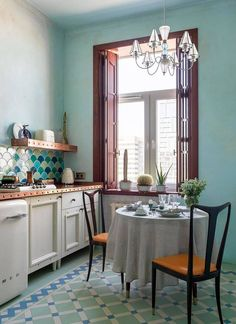 NATURAL KITCHEN LIGHTING IDEAS SMALL KITCHEN Trendy Home Decor, Natural Home Decor, Cheap Home Decor, Interior House Colors, Beautiful Houses Interior, Mediterranean Style Kitchens, Small Kitchen Lighting, Rustic Home Interiors, Eclectic Kitchen