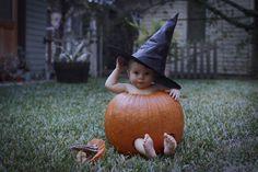 Pumpkin baby photo idea Halloween Pictures, Fall Pictures, Do It Try It, Picture Ideas, Photo Ideas, Pumpkin Photos, Stunning Photography, Baby In Pumpkin, Baby Ideas