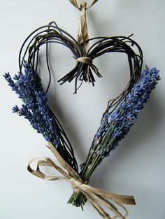 Finished dried lavender heart wreath from driedflowercraft.co.uk blog.