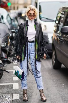 See all the cool streetwear trends we're loving right now and get inspired to style your coolest grunge outfits yet. Fashion Guys, Fashion 2020, Women's Fashion Dresses, 90s Fashion, Womens Fashion, Fashion Trends, Country Fashion, Country Outfits, Paris Fashion