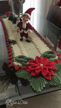Crochet Poinsettia Flower F Crochet Motifs, Crochet Flower Patterns, Doily Patterns, Crochet Doilies, Crochet Flowers, Crochet Granny, Christmas Runner, Noel Christmas, Christmas Crafts