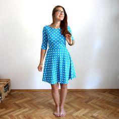 dbbdc4e992 Půlkolové šaty s puntíky   modré - M   Zboží prodejce Natyris