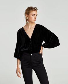 Velvet Bodysuit w/ Faux Pearls Body Zara, Black Bodysuit, Contemporary Fashion, Winter Wardrobe, Fashion Details, New Outfits, Autumn Fashion, Dressing, Velvet