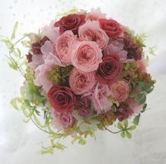 新婦様のお好きなピンクのかんじと、新郎様のお好きなクランベリーレッドのかんじと両方をとりあわせて。8月20日のレッスンは装花のお仕事が入りまして9月3日に...