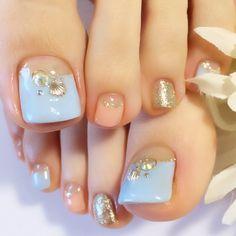 Pedicure ideas peach toe New ideas Pedicure Nail Art, Pedicure Designs, Toe Nail Designs, Toe Nail Art, Pedicure Ideas, Glitter Toe Nails, Rose Gold Nails, Creative Nail Designs, Creative Nails