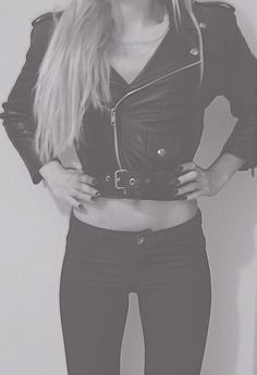 Total black look w/ leather perfect cropped jacket (Ingrid segura)