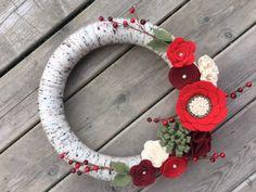Christmas Wreath Christmas Yarn Wreath Christmas Felt Flower   Etsy Christmas Yarn Wreaths, Mesh Christmas Tree, Felt Flower Wreaths, Christmas Flowers, Felt Flowers, Floral Wreath, Christmas Decorations, Christmas Ideas, Photo Wreath