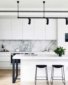 Divine! Can't find original source so please let me know if you know. Was via Pinterest. #monochromekitchen #whitekitchen #tracklighting #marble #splashback #blackandwhite