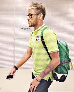 Neymar ❤😍 uploaded by Fernanda on We Heart It Neymar Jr, Football Hairstyles, Neymar Barcelona, Paris Saint Germain Fc, Good Soccer Players, Football Players, Boyfriend Pictures, National Football Teams, Play Soccer