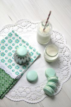 Aqua Macarons with Milk 2