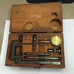 Starrett No.196 Machinist Millwright Universal Dial Test Indicator & Wooden Case