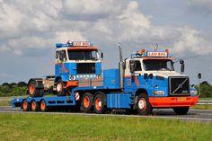 Volvo    2  oldies  . . . .