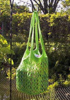 Crochet instructions for Go Green Market Bag//would be a great beach bag since all the sand would fall out!