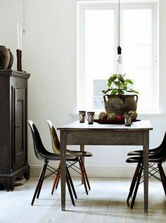 Scandinavian bathroom Whitewood rattan floor Decorative stones