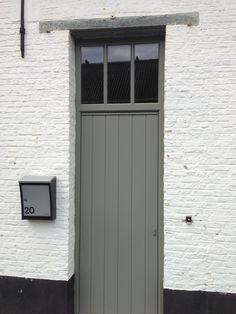 houten voordeur met planchetten .Uitvoering door weldimo.