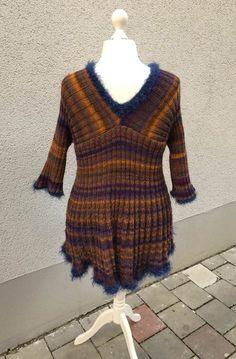 """Dieser Pullover /Tunika """"LOKA"""" ist einfach nach zu machen..das Muster ist in Grunde immer 2 rechts, 2 links. Die Tunika auf dem Foto passt von 40-54  man kann sie aber auch kleiner und größer machen  Die Tunika sieht schick aus über Röcken und Hosen u"""