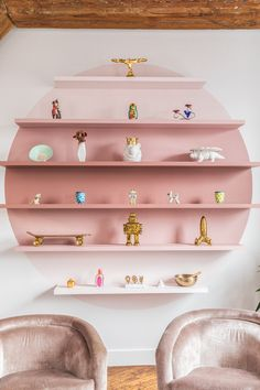 swooning over these sculptural, pink shelves yet? swooning over these sculptural, pink shelves yet? Pink Bookshelves, Pink Shelves, Creative Bookshelves, Bookshelf Design, Shelves On Wall, Unique Shelves, Pallet Shelves, Rustic Shelves, Wall Storage