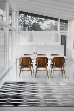 Kan lide det enkelte gulv. der bliver lyst og vi kan sammesætte med alle vores træmøbler uden det bliver for tungt.