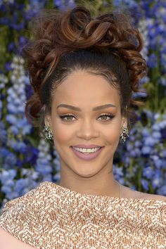Party Hairstyles for Curly Hair - Rihanna Party Hairstyles, Celebrity Hairstyles, Wedding Hairstyles, Rihanna Crown, Rihanna Makeup, Rihanna Fenty, Curly Hair Styles, Natural Hair Styles, Rihanna Photos