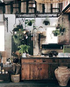 Modern Home Decor Kitchen Cafe Interior Design, Cafe Design, Interior Decorating, House Design, Decorating Games, Decorating Websites, Home Decor Kitchen, Kitchen Interior, Kitchen Design