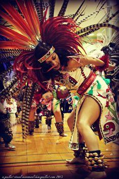 """""""La Danza no es un deporte para competir, sino un arte para compartir""""   www.villsethnoatlas.wordpress.com (Aztekowie, Aztecs) Mexica. Danza."""