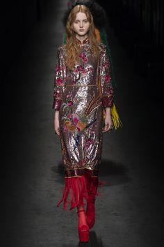 La robe paillettée imprimée du défilé Gucci automne-hiver 2016-2017