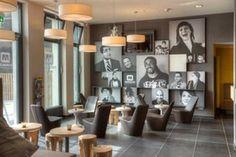 Die Lobby im MEININGER Hotel Frankfurt am Main - hier fühlen sich jung und alt willkommen.