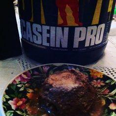 Antes de dormir uma proteína de lenta absorção. 1 dose de caseína #universal que ganhei da loja @fitmebr  1 ovo. Misture e 30 s10s no microondas. Fica ótimo com 1 col de café de óleo de coco. Na @fitmebr tem várias opções de proteína e sabores. A caseína é ótima para antes de dormir pois o corpo absorve lentamente.  #instafit #instafood #healthylifestyle #lifestyle #goodnight #candy #diet #delicious #docefit #fit #fitness #meal #suplementos #shape #protein #proteína #gym #casein #healthylife…