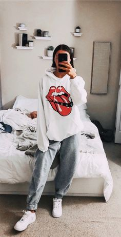 29 Fashion Teenage Ideas To Look Cool And Fashionable 29 Fashion Teenage-Ideen, die cool und modisch aussehen Cute Lazy Outfits, Chill Outfits, Mode Outfits, Summer Outfits, Lazy Winter Outfits, Fashionable Outfits, Cool Outfits For Girls, Simple Outfits, Cold Weather Outfits Casual