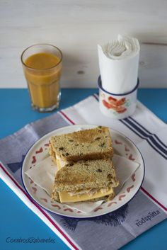 Evoo, rosemary and sultanas bread with Banana and tangerine smoothie