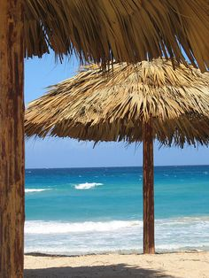 Cuban beach... It's no wonder that I'm so drawn to the Caribbean islands, it's in my blood! 20 takes off #airbnb #airbnbcoupon #cuba