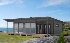 Kaksi makuuhuonetta, joista suuremmassa tilava, liukuovin erotettu vaatehuone. Korotettu sisäkatto ja suuret ikkunat lisäävät tilantuntua. Tilaa kunnon ruokapöydälle. Kompakti keittiö. Pesutiloista kulku kätevästi ulos terassille. Granny Flat, Gazebo, Garage Doors, Cottage, Exterior, Outdoor Structures, Cabin, Studio, Villas