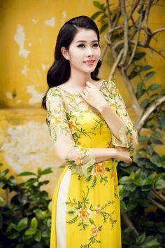 Various designs of kurtis - Simple Craft Ideas Vietnamese Traditional Dress, Vietnamese Dress, Traditional Dresses, Ao Dai, Casual Dresses, Fashion Dresses, Kurti Designs Party Wear, Western Dresses, Asian Fashion