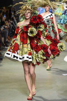 Viktor & Rolf - Haute Couture Spring Summer 2015 - Shows - Vogue. Haute Couture Paris, Couture Week, Couture 2015, Style Couture, Spring Couture, Haute Couture Fashion, Moda Floral, Fashion Week, Fashion Show