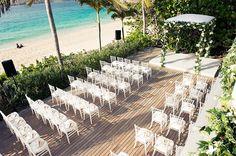 Casamento na praia em St. Barth - decoração cerimônia - chuppah com flores brancas