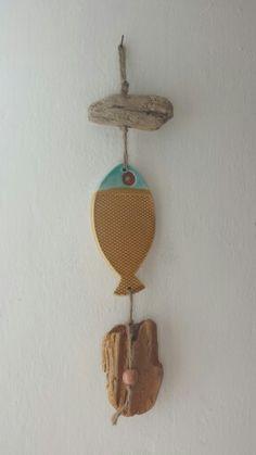 Mobile pesce in ceramica e legni di mare #ceramica #pesci #mare #legno #riciclo