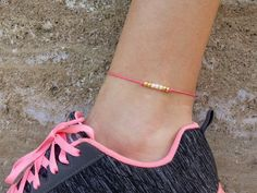 Waterproof adjustable dainty bracelet with pink, gold and beige beads :) Summer Accessories, Summer Jewelry, Beach Jewelry, Gold Anklet, Beaded Anklets, Anklet Bracelet, Anklet Jewelry, Dainty Bracelets, Beige