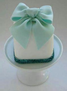 Blanco con cinta verde agua