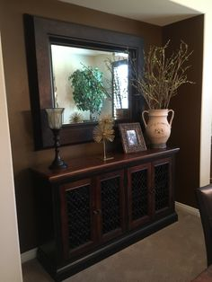 Large mirror above sideboard. I want this! Large Mirror Decor, Mirror Decor Living Room, Home Living Room, Entryway Decor, Diy Bedroom Decor, Living Room Designs, Home Decor, Tuscan Decorating, Hallway Decorating