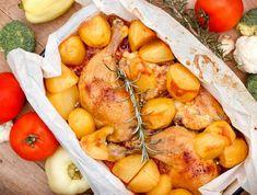 Amikor a tepsis krumpli egyszerre készül a sült csirkével, az nem csak a legfinomabb, de a leg időhatékonyabb megoldás - próbáljátok ki! Snacks To Make, Easy Snacks, Seven Layer Salad, Cheesy Breadsticks, Cheap Easy Meals, Feeding A Crowd, Recipe Collection, Finger Foods, Wok
