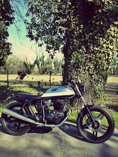 #Honda #CB400 #cafe #racer https://www.facebook.com/DinostyleGarage