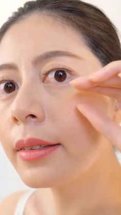 Beauty Industry Experts Agree This is The Best Solution for .- Beauty Industry Experts Agree This is The Best Solution for removing puffiness a… Beauty Industry Experts Agree This is The Best Solution for removing puffiness a… - Beauty Tips For Skin, Beauty Secrets, Beauty Skin, Health And Beauty, Beauty Makeup, Eye Makeup, Beauty Hacks, Hair Beauty, The Face